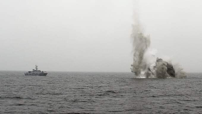 HMS Sturkös undervattensfarkost placerade en laddning intill minan och fjärrutlöste den. Foto: CHRISTIAN SVENSSON/FÖRSVARSMAKTEN