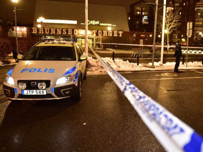 Kvinnan sköts med flera skott på lördagskvällen. Foto: Robin Aron