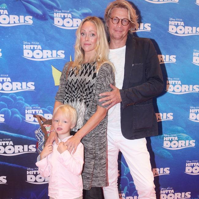 Tommy yillsammans med fästmön Linda Olsson Nilsson och gemensamma sonen Tim.
