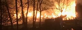 """Räddningstjänst fick poliseskort till lada i brand: """"Uttalat hot"""""""