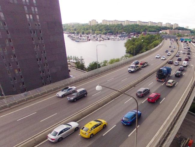 Essingeleden i Stockholm, en av Sveriges mest trafikerade vägar.