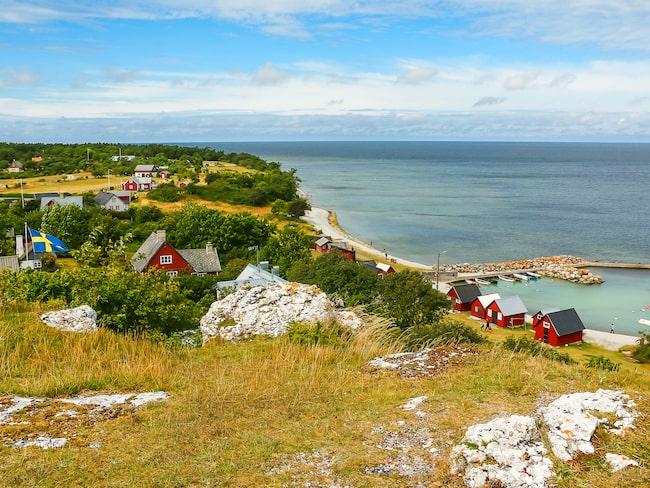 Utanför Visby hittar du vackra små byar, ängar och stränder, skriver Lonley Planet.