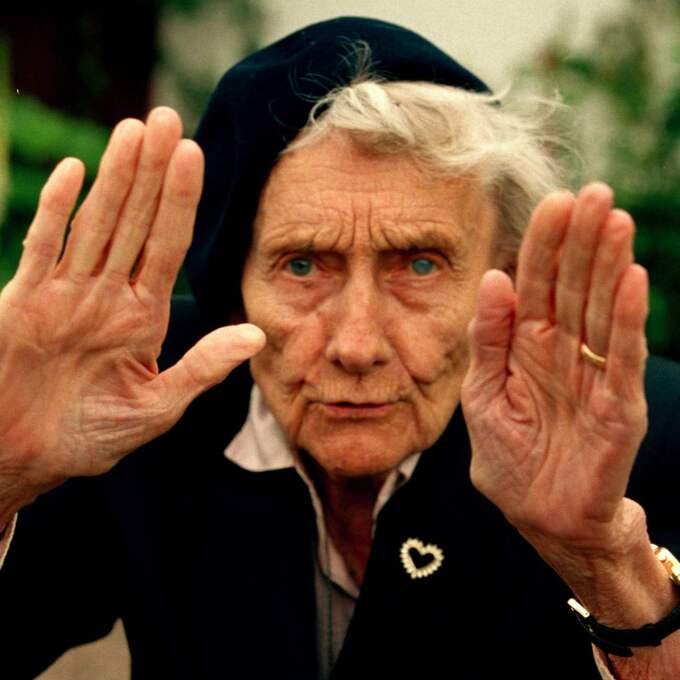 SJÄLVSTÄNDIG. Astrid Lindgren i sitt föräldrahem i Vimmerby - orten som hon i sin ungdom chockerade med sin androgyna look och kortklippta frisyr. Foto: Torbjörn Andersson