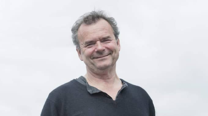 """Steffo Törnquist sitter som ordförande i kommittén som utsett The Barn som """"Årets Spritkrog"""". I motiveringen till att ge priset till The Barn skriver han """"En seriös krog som dessutom tillåter sig att leka med det snart hundra år gamla amerikanska spritförbudet har vunnit Spritakademiens hjärta."""" Foto: Olle Sporrong"""