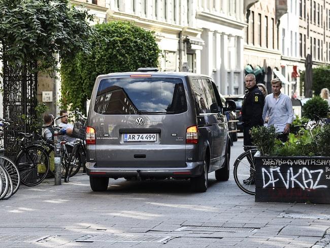 """Dansk poliskontroll. Bilen är inte en av de """"fotovagnar"""" som nämns i texten, men den är av samma märke, typ och färg."""