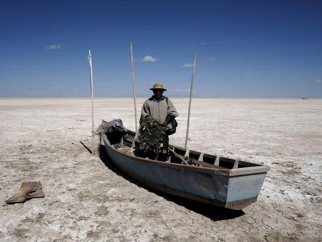 <span>Lake Poopó var Bolivias näst största sjö och försörjde de kringboende som till stor del fick sin näring genom fiske. Foto: Twitter/@notimerica</span>