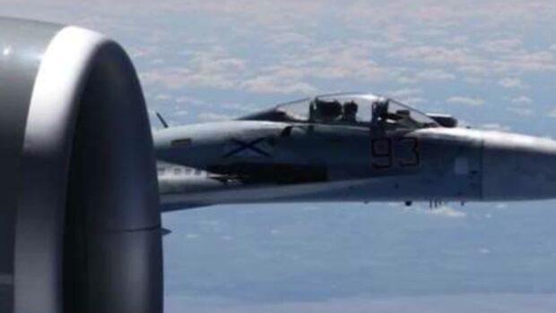 Nya bilder på rysk-amerikansk flygincident över Östersjön