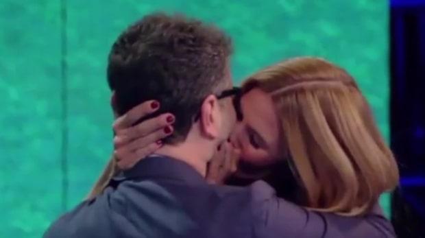 Svenska kyss-hämnden på Tottis fru