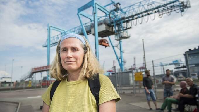 Helen Larsson har jobbat i hamnen sedan slutet av 80-talet. Foto: NORA LOREK