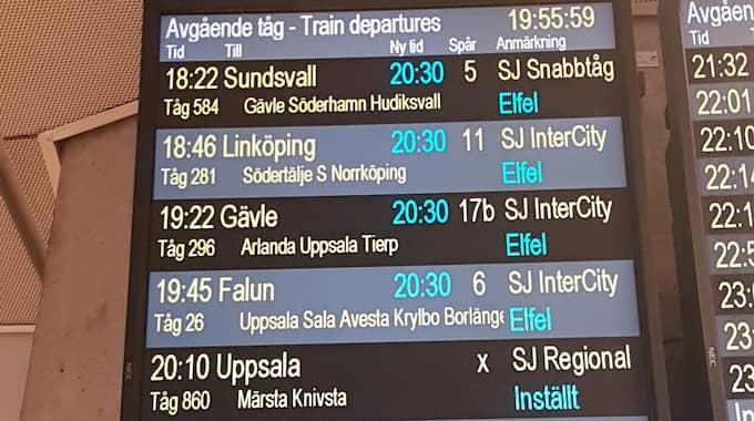 Varning för många inställda och försenade avgångar i tågtrafiken norr om Stockholm i dag. Resenärer uppmanas vara ute i god tid. Foto: GUSTAV SVEIDQUIST