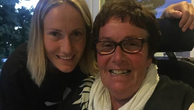 Landslagssystrarnas mamma avslutade sitt liv på dödshjälpsklinik