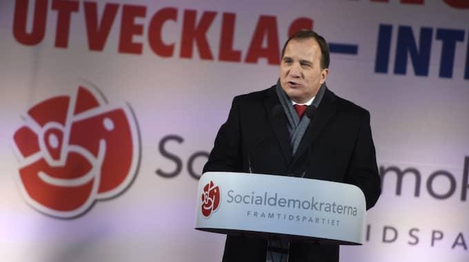 Stefan Löfven kan tänka sig någon form av tiggeriförbud – men nu får han kritik. Foto: Pontus Lundahl/Tt / TT NYHETSBYRÅN