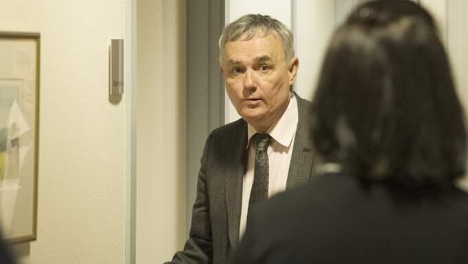 Försvarsadvokaten Per E Samuelsson menade att åklagarsidan bör fundera på att lägga ner åtalet efter torsdagens dramatik i Vänersborgs tingsrätt. Foto: ROGER LÄRK