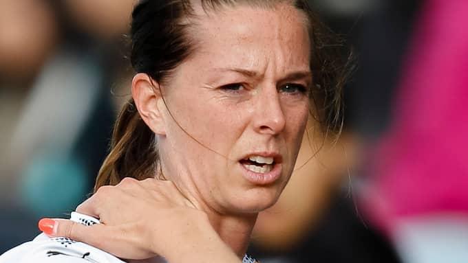 Lotta Schelin i matchen mot LB07 då hon skadade nacken. Foto: MATHILDA AHLBERG / BILDBYRÅN