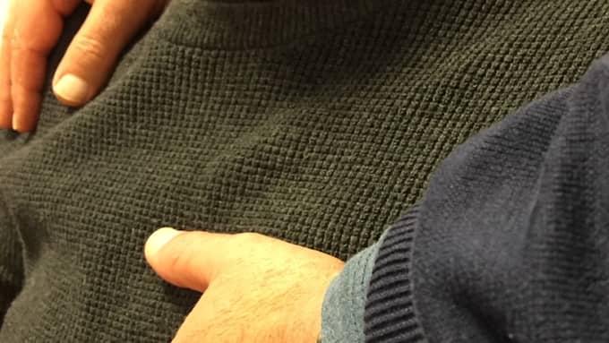 Läraren anklagas för att bland annat ha smekt sin manlige elev på bröstet (Bilden är arrangerad). Foto: Elvira Lagerström Dyrssen
