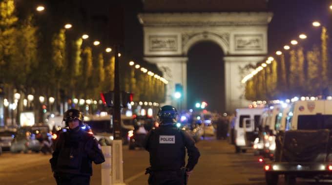 Tre poliskällor uppger för Reuters att skjutningen kan ha utbrutit i samband med ett försök till väpnat rån. Foto: Thibault Camus / AP TT NYHETSBYRÅN