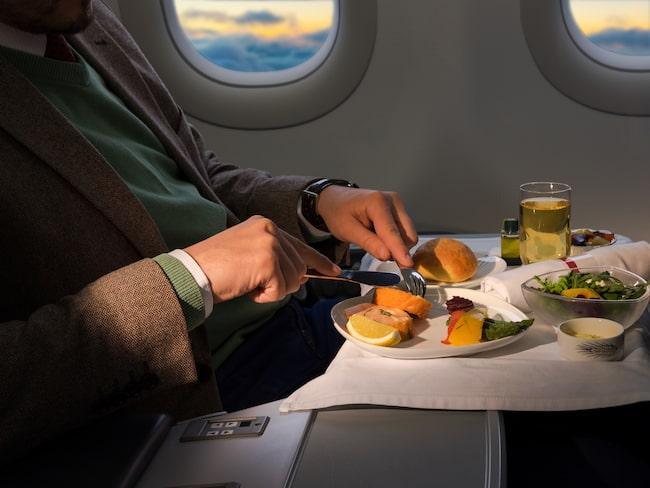 Brickborden huserar åtta gånger fler bakterier än spolknapparna på flygets toaletter, enligt en undersökning från Travel Math.