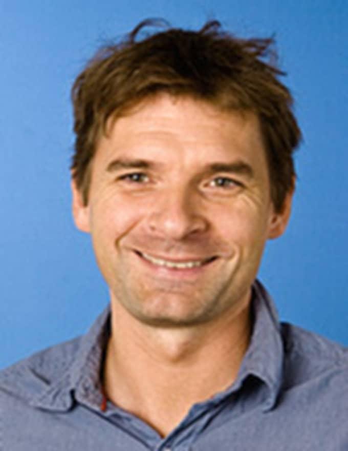 Magnus Blomgren, lektor i statsvetenskap vid Umeå Universitet kommenterar om Lövfens åsikter stämmer överens med partiets och när han sticker ut näsan. Foto: Mattias Pettersson