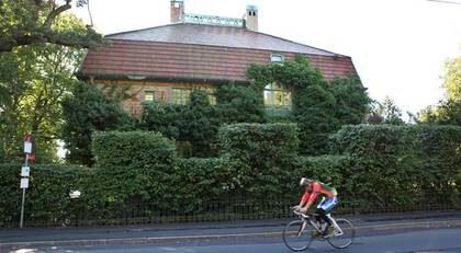 Villa KÅA på Djurgården i Stockholm har sålts för svindlande 75 miljoner kronor. Men även priserna på vanliga villor är på väg upp.