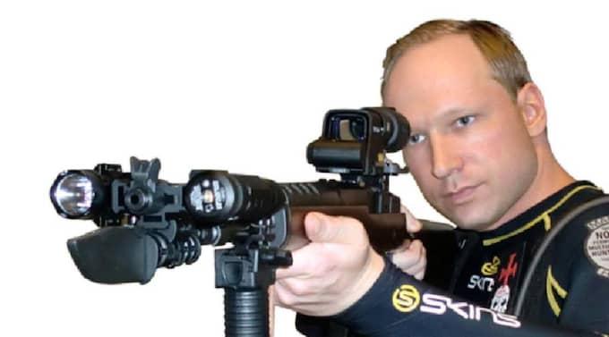 Breivik hade flera bilder på sig själv i manifestet. Foto: Faksimil från Breiviks manifest