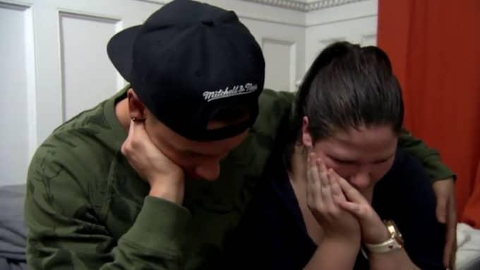 Det slutade med att hon efter ett tårdrypande avsked valde att lämna programmet. Det var deltagaren Ben Mitkus, 21, som tog det hårdast. Foto: TV3