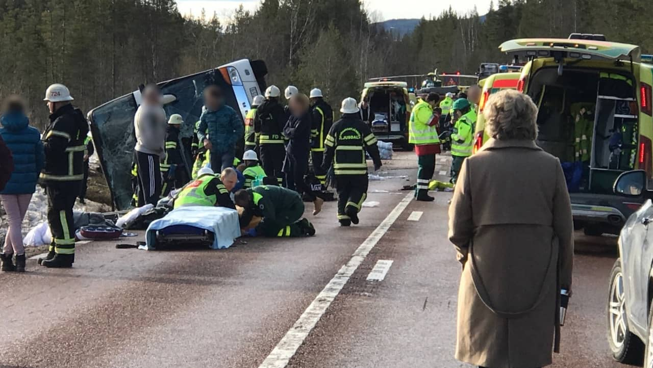 Tre doda efter svar bussolycka pa e45