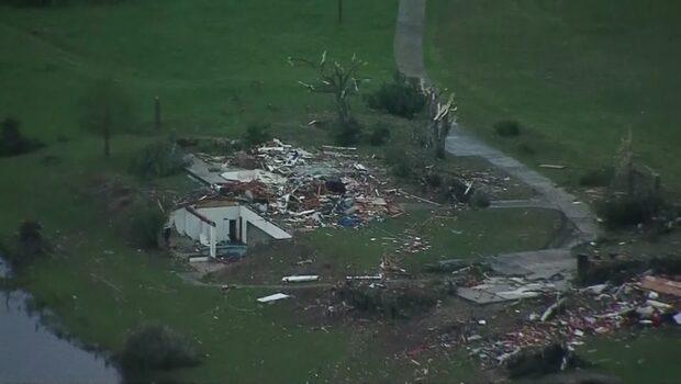 Flera döda efter flera tornados i USA