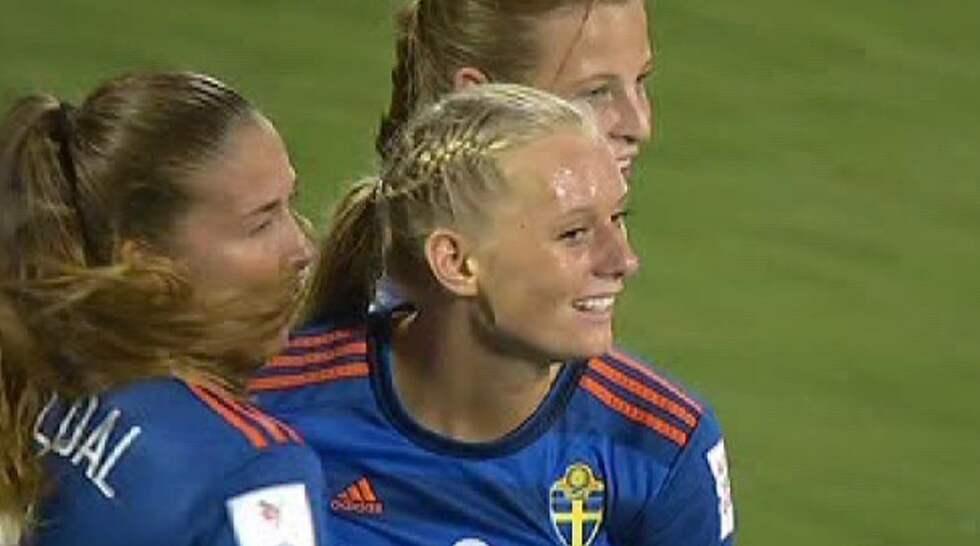 """Stina Blackstenius är """"besviken"""" med sin egen insats - trots fyra mål i U20-VM. Foto: TV12."""