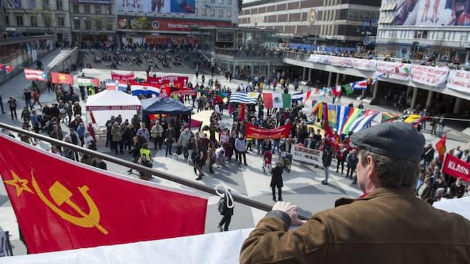 Kommunistiska partiet demonstrerar på Sergels Torg i Stockholm. Foto: Henrik Montgomery/TT