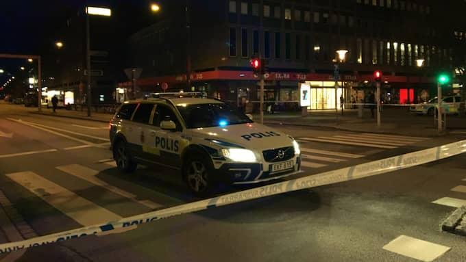 Polisen spärrade av ett stort område i efter attentatet i Malmö. Foto: Elvira Lagerström Dyrssen