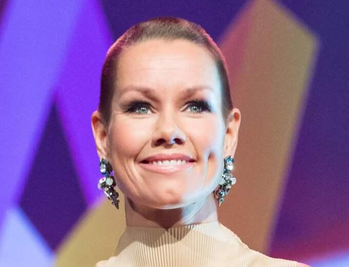 Linda Bengtzing skojar med SVT om att bli diskad från Melodifestivalen 2016. Foto: Pelle T Nilsson
