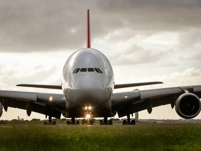 Världens största passagerarflygplan, Airbus A380, hotas av produktionsstopp.