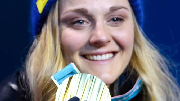 Stina Nilsson med OS-guldet. Foto: CARL SANDIN / BILDBYRÅN