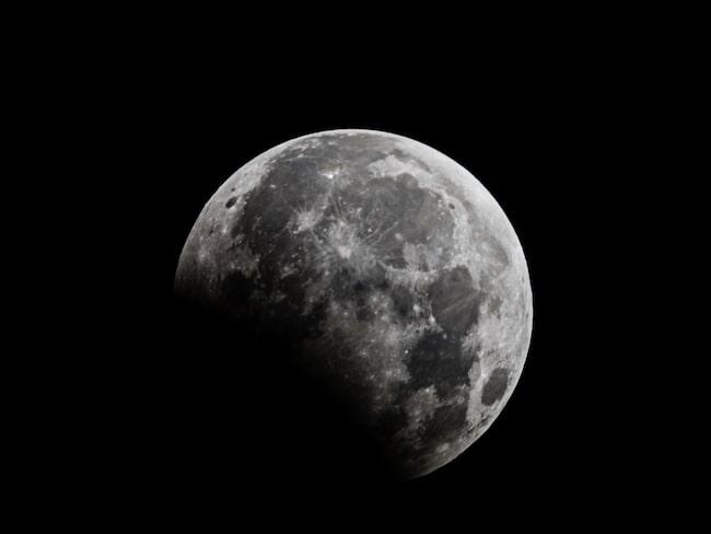 Partiell månförmörkelse är ett ovanligt fenomen i Sverige – men snart är det dags.