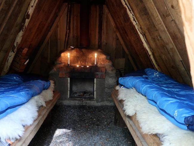Varför inte sova i en traditionell skogskoja i Kolarbyn?