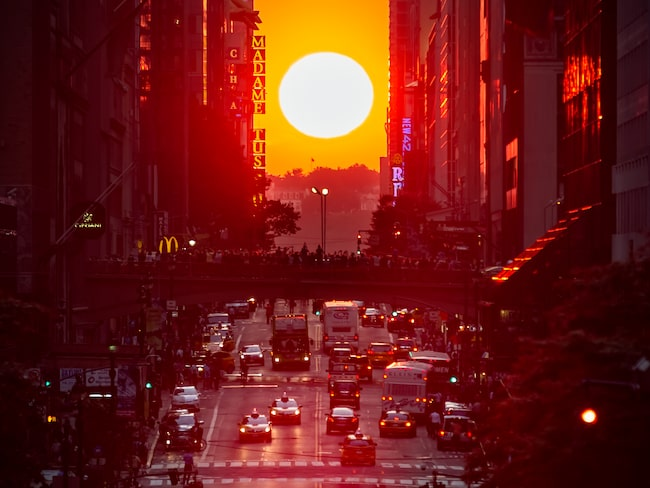 Manhattanhenge inträffar under två dagar i maj och två dagar i juli varje år.