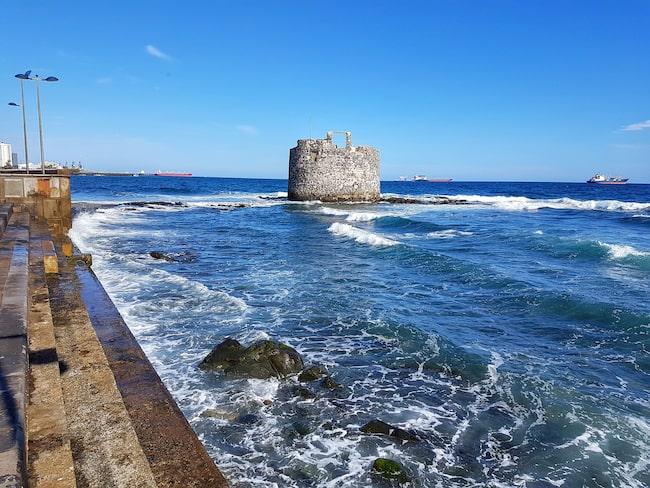 San Pedro Mártir-tornet från 1600-talet ligger utanför Las Palmas och är hårt utsatt av vågorna.
