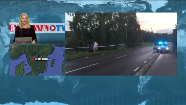 Bil har voltat på vägen
