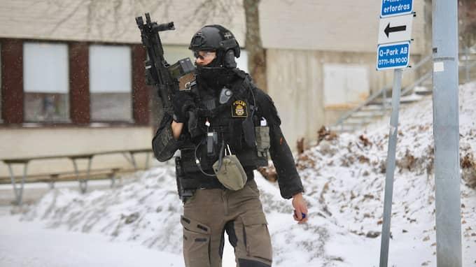 Polis bevittnade hur mannen i Hallonbergen blev ihjälhuggen. De avlossade varningsskott, men kunde inte förhindra mordet. Foto: JANNE ÅKESSON/SWEPIX