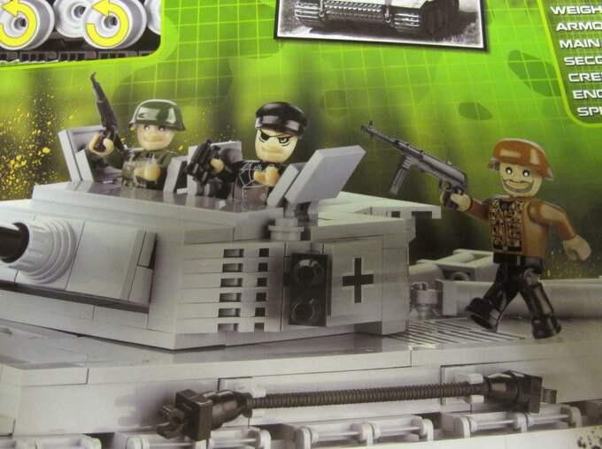 """""""Och de här stridsvagnarna är modeller av de nazistiska stridsvagnarna Tiger och Panter"""", säger en upprörd pappa till GT. Foto: Läsarbild/71717"""