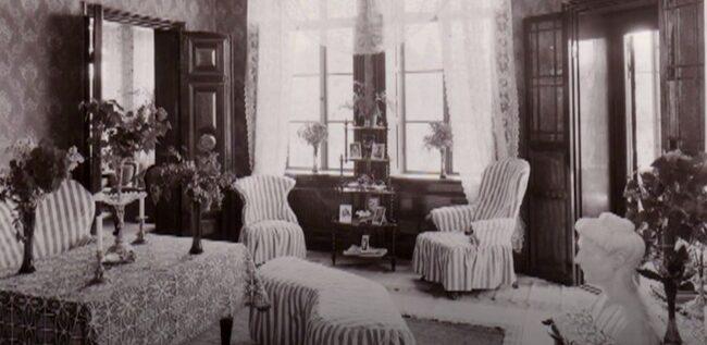 Ett slott från 1868 som från början var bostad åt en direktör och hans adliga hustru.