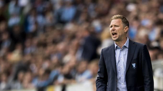 MFF:s tränare Magnus Pehrsson blev upplyft av fansen banderoll. Foto: PETTER ARVIDSON / BILDBYRÅN