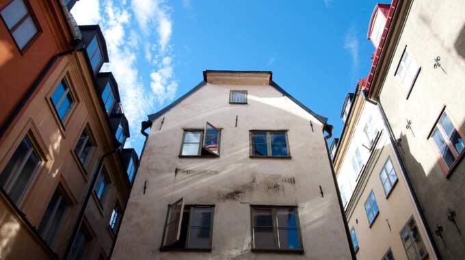 Innanför tullarna, som här i Gamla Stan i Stockholm, får man vänta i cirka 20 år på att få ett boende via bostadskön. Foto: Henrik Isaksson/Piniro / /IBL
