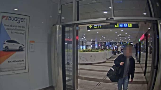 Den misstänkte mördaren fastnar på övervakningsfilm på Stockholms central. Han flydde landet och greps senare i Tyskland. Foto: Polisen