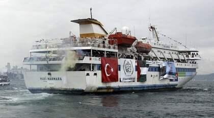 """VÄCKER HETA KÄNSLOR. Det turkiska skeppet """"Mavi Marmara"""" ingår i den åtta fartyg starka konvojen som under namnet Ship to Gaza är på väg mot Gazaremsan för att visa sitt stöd för palestinierna. Ombord finns bland andra Henning Mankell. Foto: REUTERS och CHRISTIANÖRNBERG"""