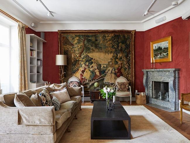 Våningen är totalrenoverad och med sina 369 kvadratmeter och nio rum finns det gott om plats för en riktigt stor familj – eller någon med många intressen.