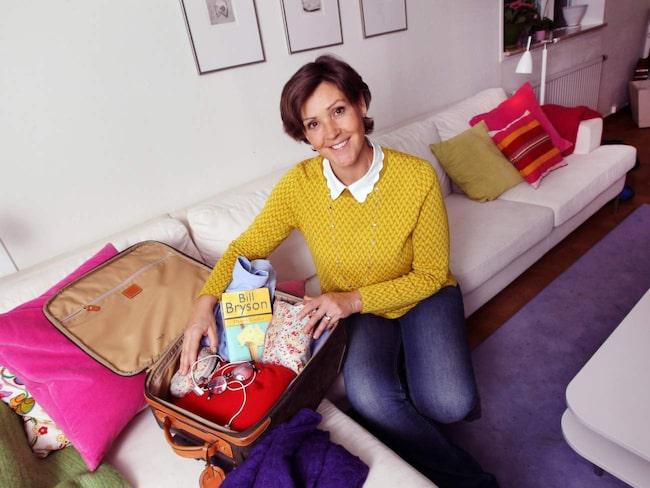 Reseproffset Lottie Knutson visar hur hon packar.