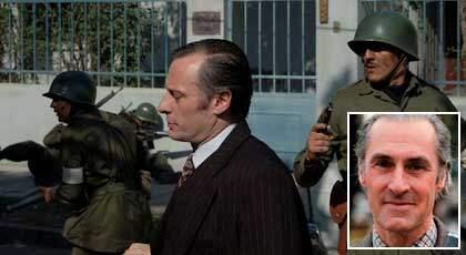 """I filmen """"Svarta nejlikan"""" gestaltar Mikael Nyqvist ambassadören Harald Edelstam (lilla bilden), som fram till sin död, 1989, engagerade sig i Chiles öde efter militärkuppen. Foto: MOVIEFAN och PRESSENS BILD"""