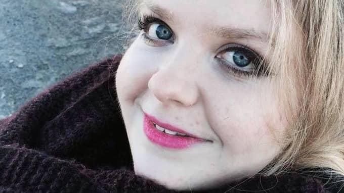 Josefine Quist, 23, lever med den ovanliga muskelsjukdomen spinal muskelatrofi typ 2 – en progressiv sjukdom där all skelettmuskulatur förtvinar. Foto: PRIVAT