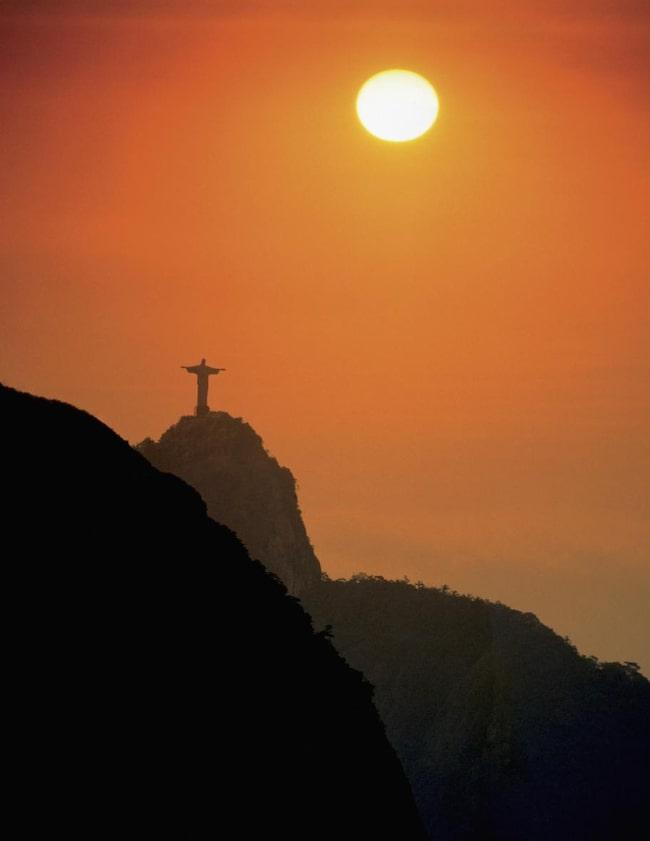 Jesusstatyn har röstats fram som ett av världens sju nya underverk.